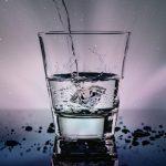 Uống nước từng ngụm lớn có thể chữa trị táo bón không?